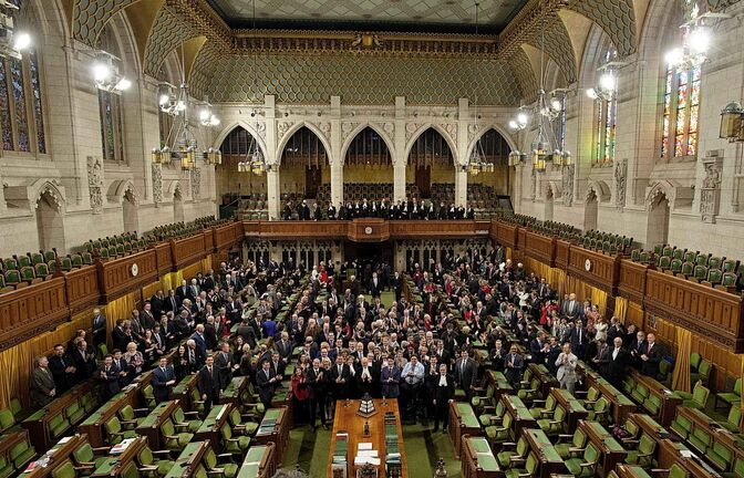 Members of the House of Commons applaud before singing O Canada during a photo in the chamber before Question Period in the House of Commons Wednesday, December 12, 2018 in Ottawa. Centre block is slated to close for renovations following the fall session. THE CANADIAN PRESS/Adrian Wyld