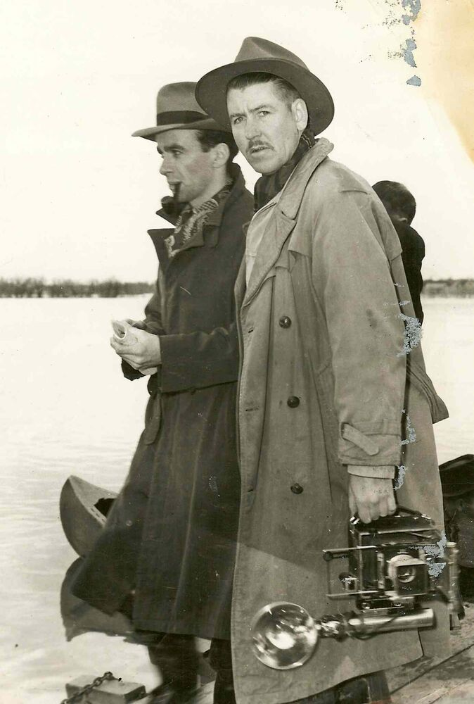 Pipe-smoking Winnipeg Tribune reporter Val Werier, left, and photographer Gord Aikman on assignment in this undated photograph. (SUPPLIED PHOTO)