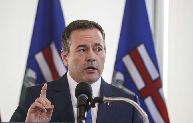 Alberta Premier Jason Kenney linked the Teck decision to the federal government's inaction over current nationwide protests in opposition to a pipeline in British Columbia. (Jason Franson / The Canadian Press files)