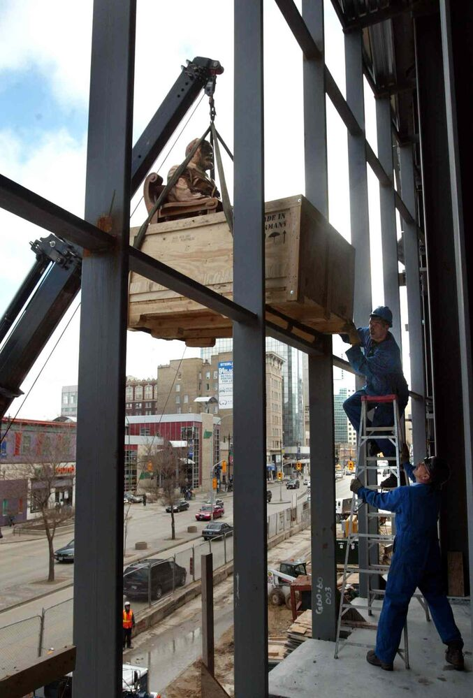 True North moved the 3,500-pound bronze Timothy Eaton statue  to the second floor atrium area of the MTS Centre in 2004. (WAYNE GLOWACKI/WINNIPEG FREE PRESS Files)