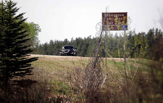 PHIL HOSSACK / WINNIPEG FREE PRESS - A boater travels past signs indicating  the upcoming Pinegrove