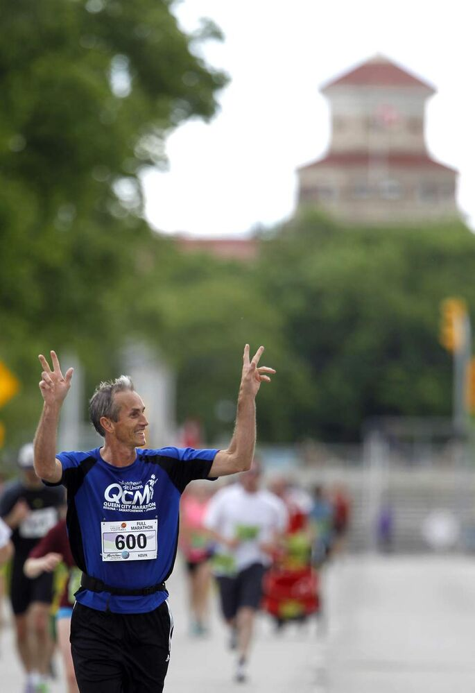 A full marathon participant runs along Chancellor Matheson Drive.  (TREVOR HAGAN/WINNIPEG FREE PRESS)
