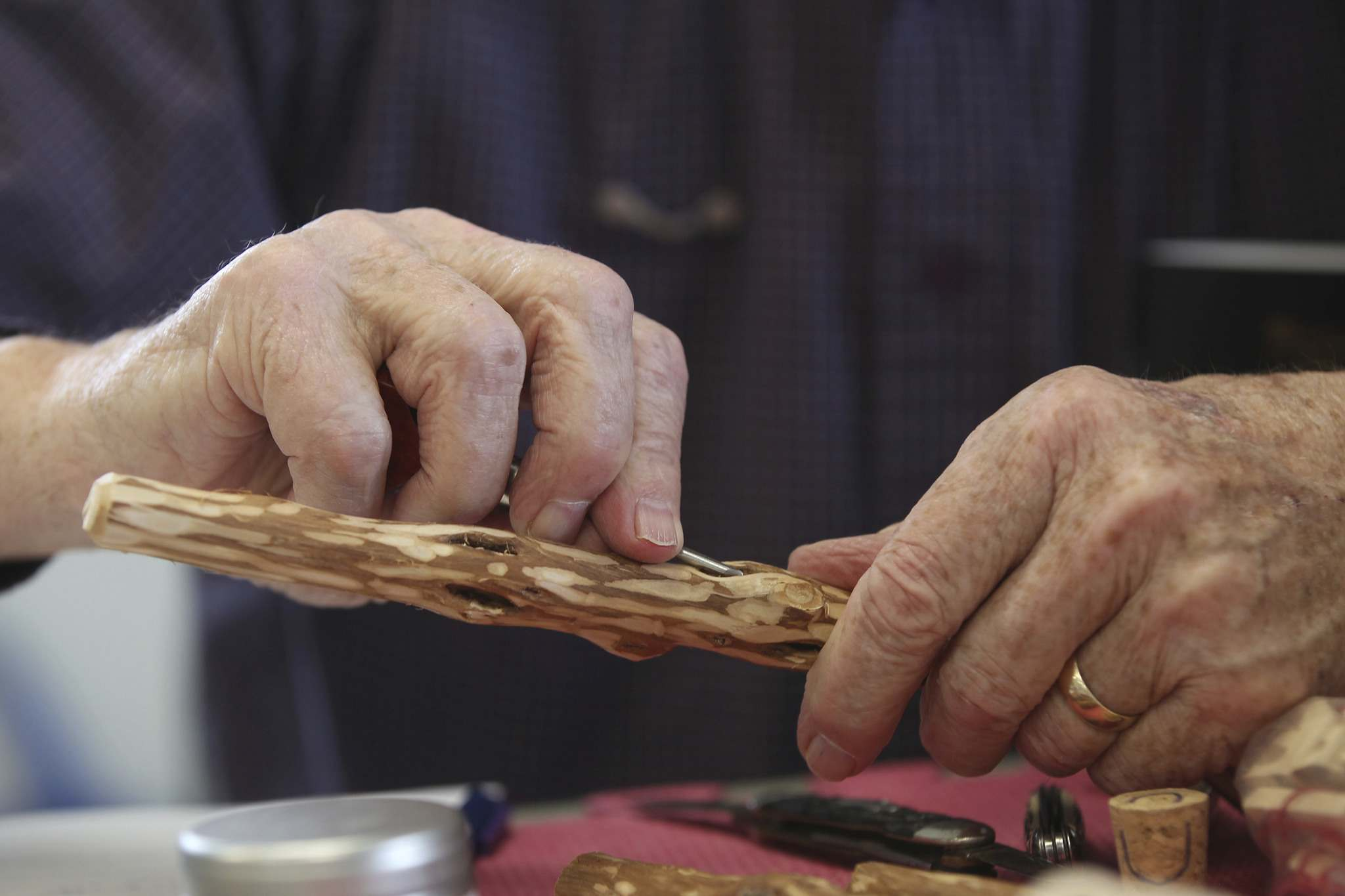 JOE BRYKSA / WINNIPEG FREE PRESS</p><p>Whittling is just one of the activities at the Winnipeg Men&rsquo;s Shed.</p>