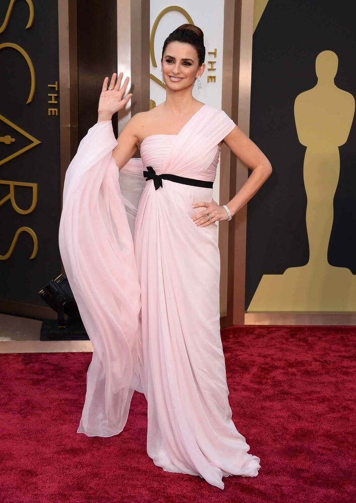Penelope Cruz arrives at the Oscars.
