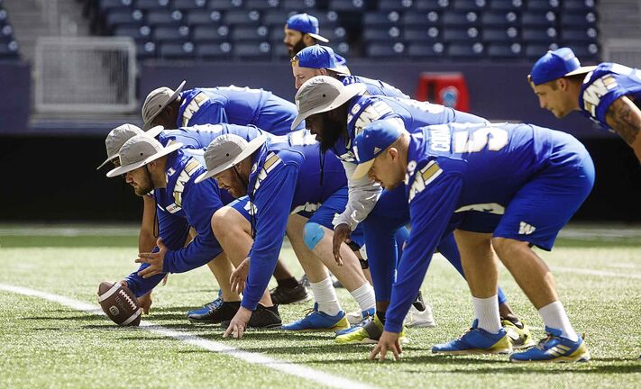 Winnipeg Blue Bombers offensive line during a walk-thru practice at Investors Group Field Thursday morning. (Mike Deal / Winnipeg Free Press)
