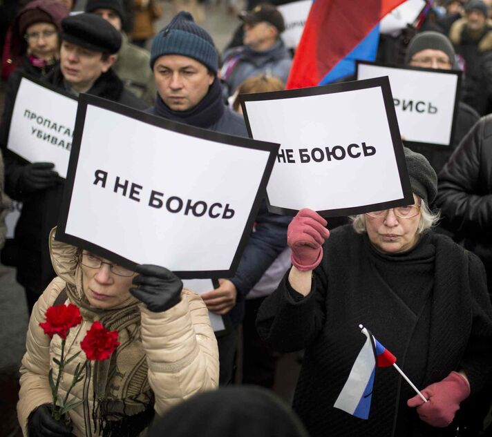 Thousands converged Sunday in central Moscow to mourn veteran liberal politician Boris Nemtsov, whose killing on the streets of the capital has shaken Russia's beleaguered opposition. They carried flowers, portraits and white signs that said