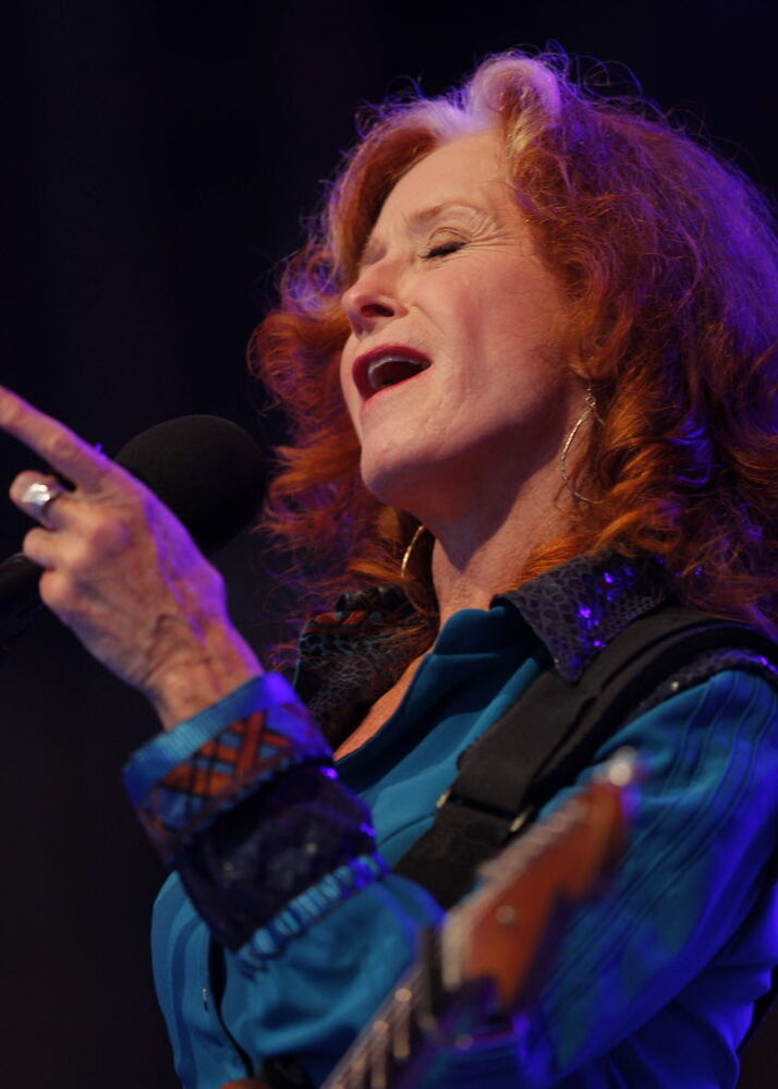 Bonnie Raitt on Main Stage.  (BORIS MINKEVICH / WINNIPEG FREE PRESS)