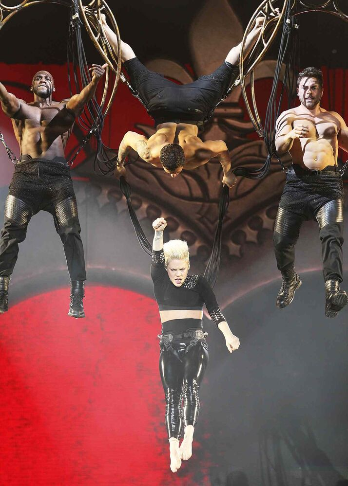 Pink managed to hold the high notes — even while she was upside down.
