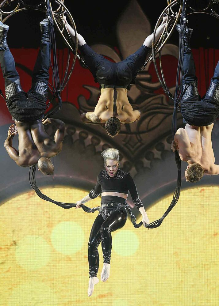Popstar Pink entertained thousands in Winnipeg Tuesday not only vocally but acrobatically. (John Woods / Winnipeg Free Press)