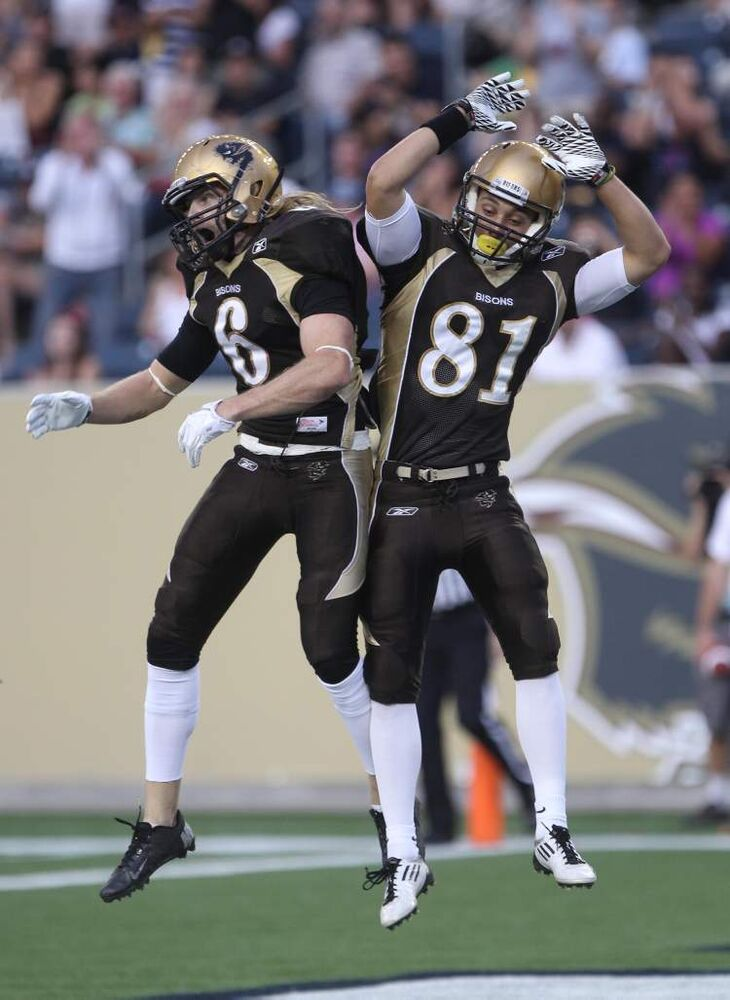 Manitoba Bisons Andrew Smith (left) celebrates his touchdown with teammate Christian Hansen during first-quarter action. (JOE BRYKSA / WINNIPEG FREE PRESS)