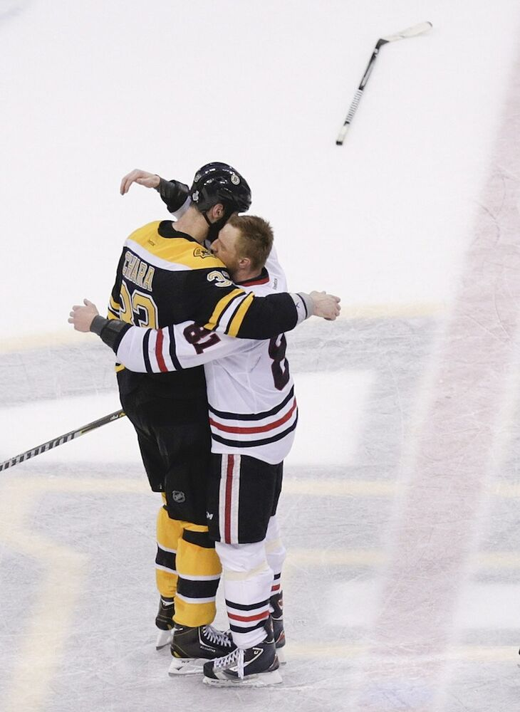 Boston Bruins defenceman Zdeno Chara (left), hugs fellow Slovakian/Chicago Blackhawks winger Marian Hossa during the post-game handshake. (Charles Krupa / The Associated Press)