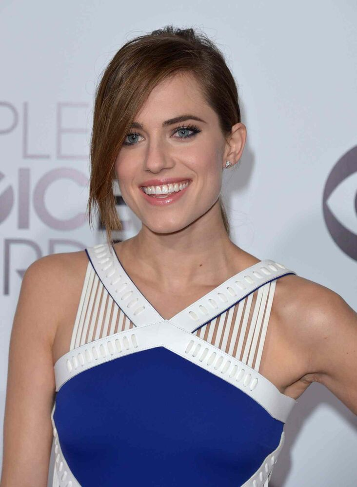'Girls' star Allison Williams arrives at the 2014 People's Choice Awards. (John Shearer / Invision/ The Associated Press)