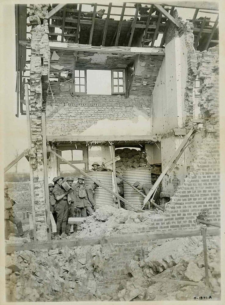 Damage to the town of Lens, near to Hill 70.