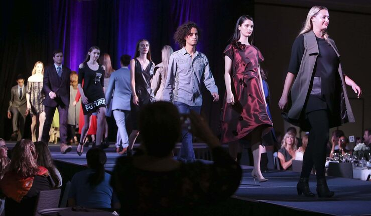 JASON HALSTEAD / WINNIPEG FREE PRESS</p><p>Models wrap up the fashion show at Inclusion Winnipeg&rsquo;s Fall for Fashion gala dinner and runway show.</p>