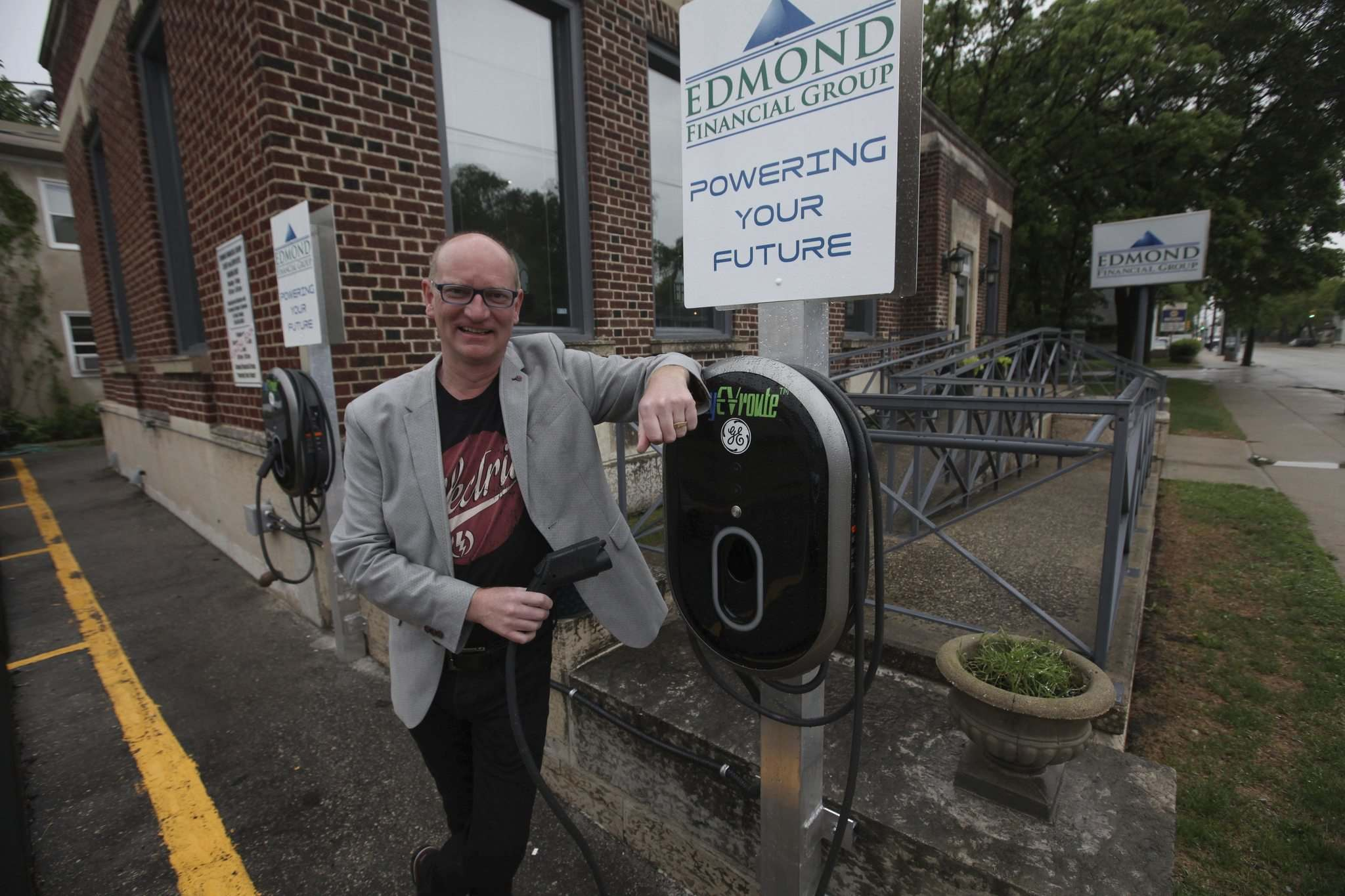 RUTH BONNEVILLE / WINNIPEG FREE PRESS</p><p>Paul Edmond, CEO of Edmond Financial, has installed two electric-vehicle charging stations outside its Academy Road offices, at a cost of about $25,000. The spots are open to the public from 6 p.m. to 2 a.m. weekdays, and all weekend long.</p>