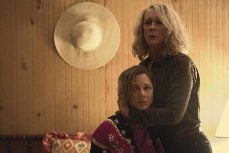 Laurie Strode (Jamie Lee Curtis) tries to protect her daughter Karen (Judy Greer).</p></p>