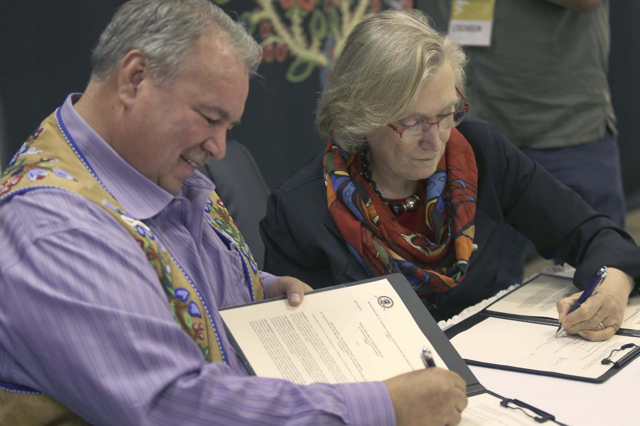 JOE BRYKSA / WINNIPEG FREE PRESSA historic signing today between the Manitoba Métis Federation and the federal government occurred in Winnipeg between Manitoba Métis Federation President, David Chartrand, and federal minister of indigenous and northern affairs, Carolyn Bennett. The signing of the Memorandum of Understanding will explore talks on reconciliation with the Manitoba Métis community.</p>