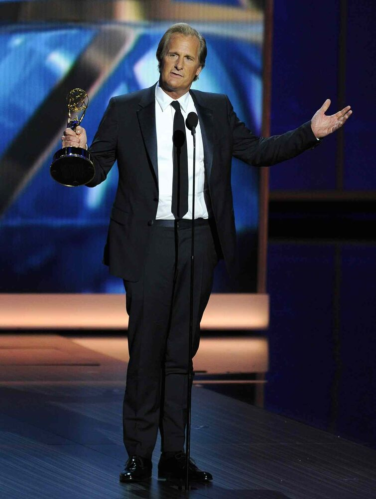 Jeff Daniels accepts the award for outstanding lead actor in a drama series for his role on The Newsroom. (Chris Pizzello / The Associated Press)