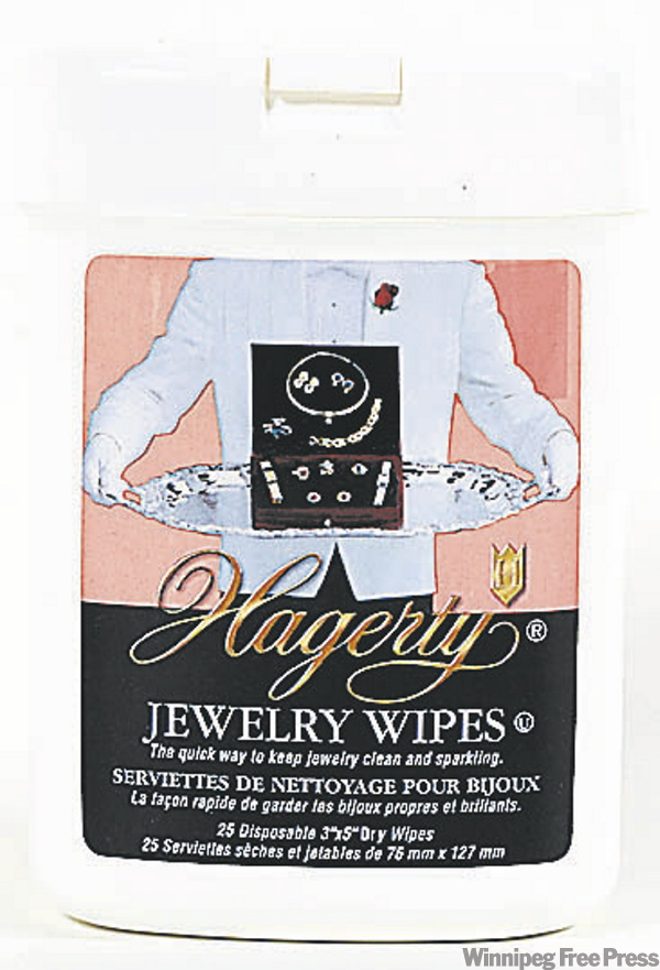 Jewelry wipes (BORIS MINKEVICH)