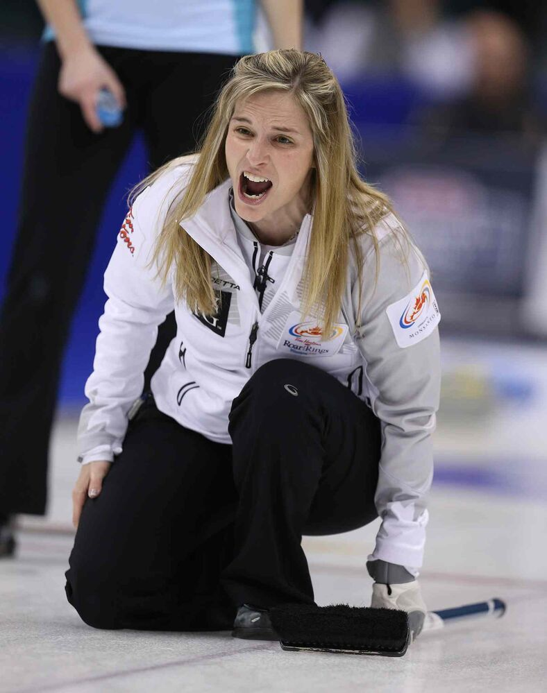 Skip Jennifer Jones calls to her sweepers. (Jason Halstead / Winnipeg Free Press)