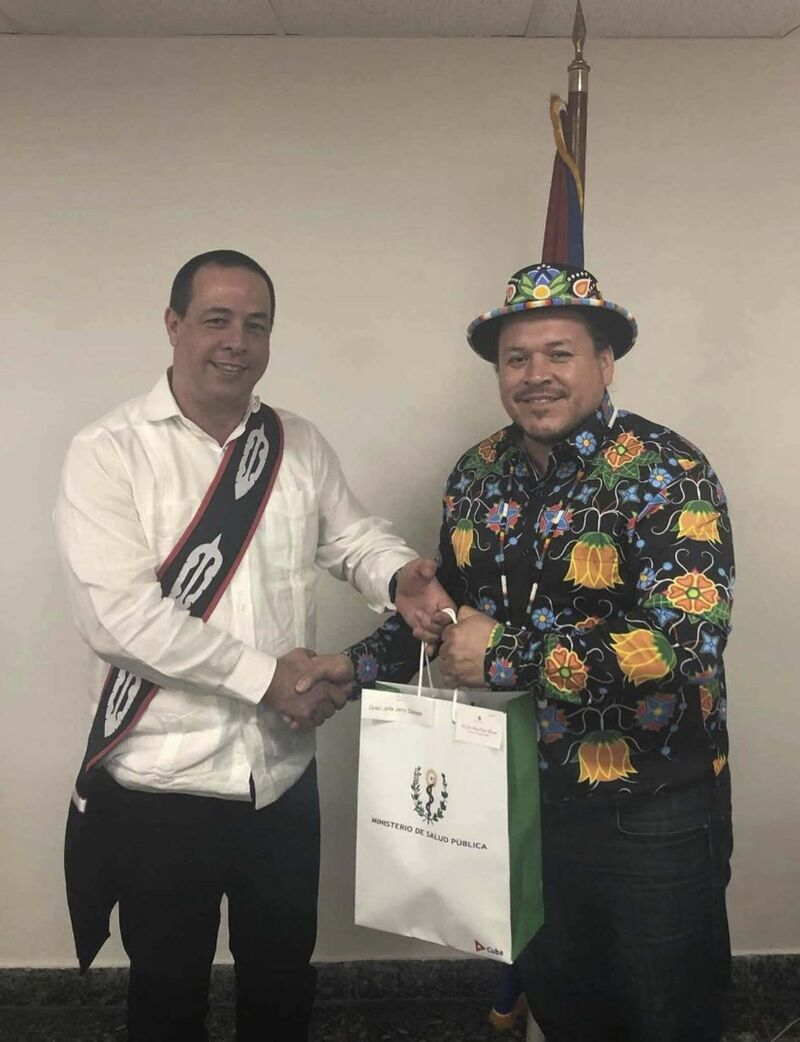 Cuba's national Public Health Minister, José Angel Portal Miranda, (left) with Grand Chief Jerry Daniels of the Southern Chiefs' Organizationin Havana, Wednesday.