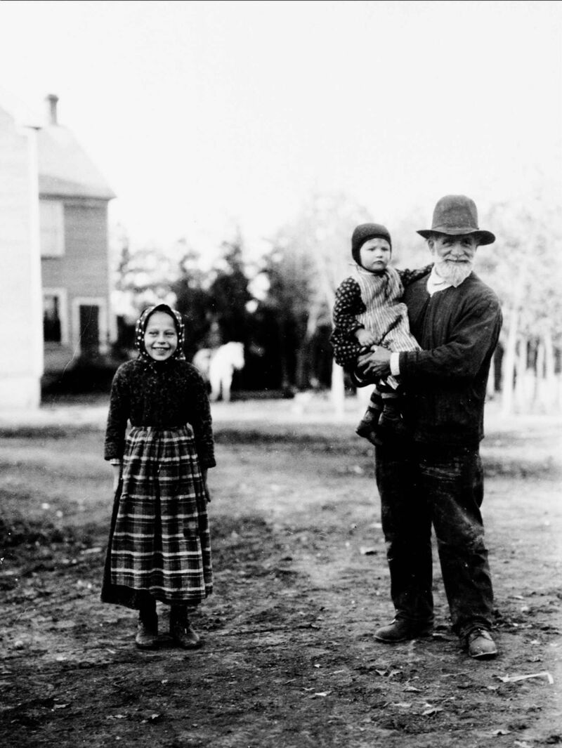 National Archives of Canada</p><p>Hutterite settlers near Winnipeg in 1920.</p>