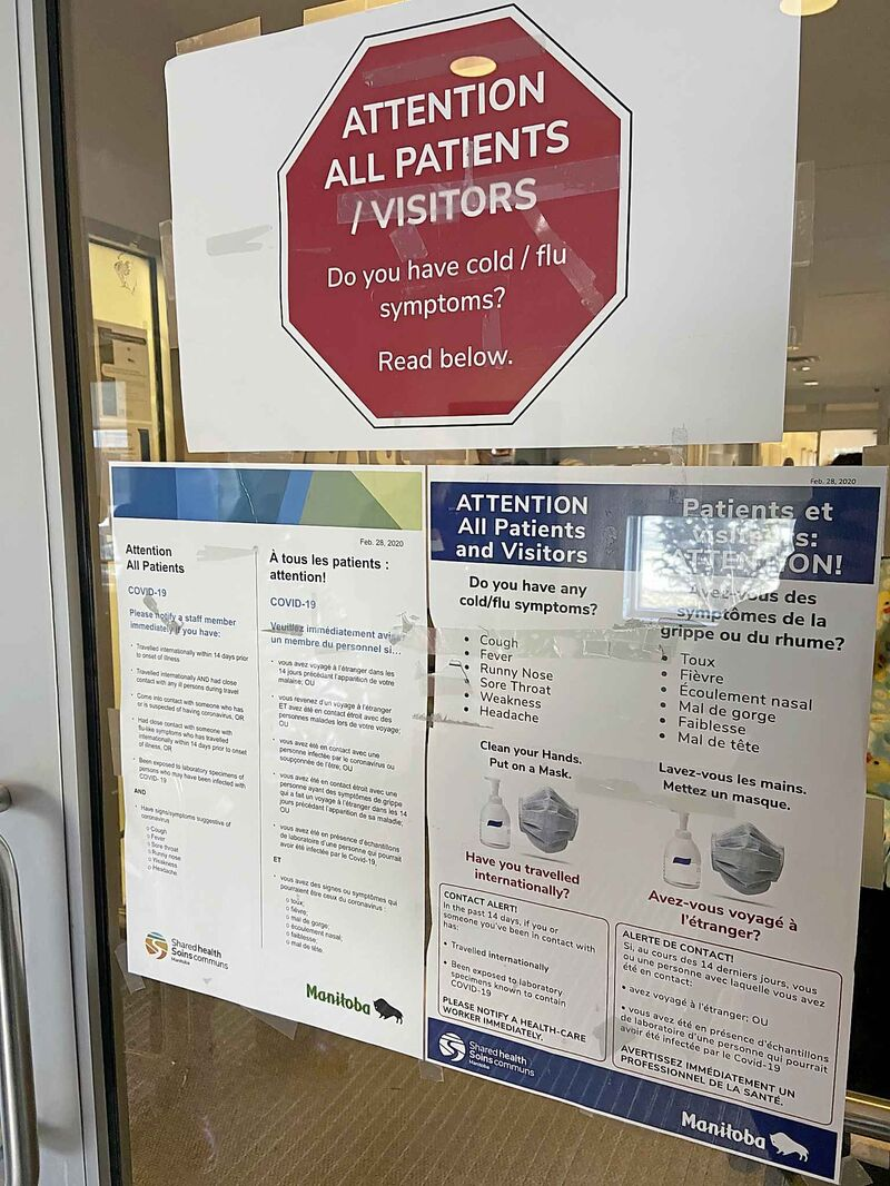 MALAK ABAS / WINNIPEG FREE PRESS    Signs at the Walk-in Connected Care Clinic at Access Winnipeg West instruct patients on how to proceed if they think they may have COVID-19.