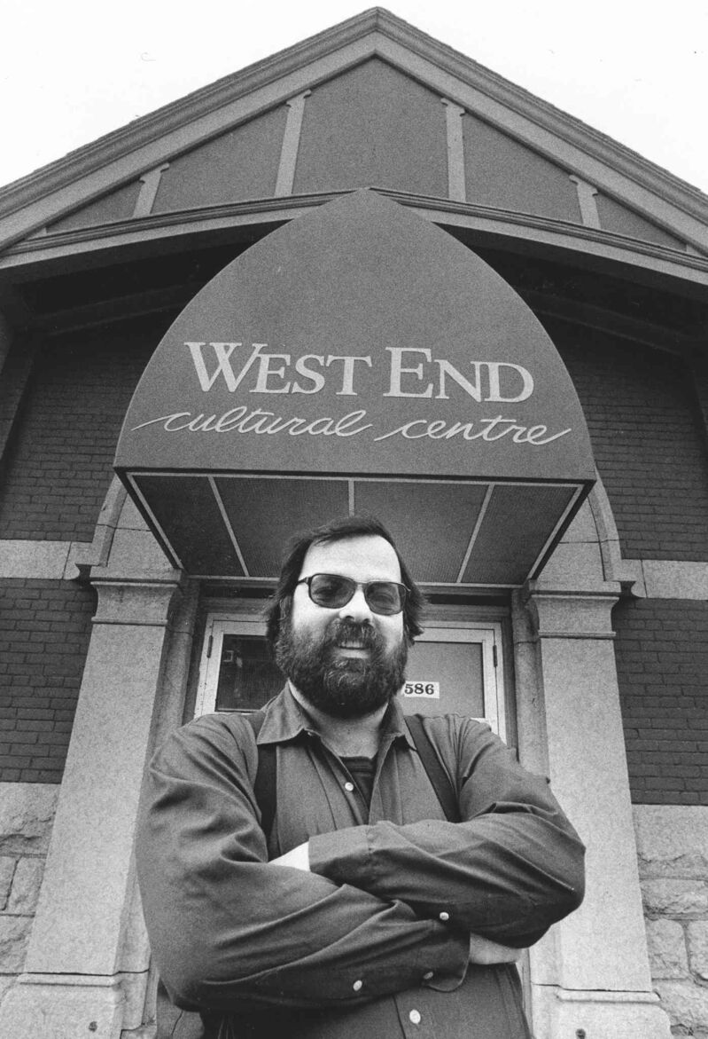 Mitch Podolak in 1988 outside the West End Cultural Centre. (Glenn Olsen / Winnipeg Free Press files)