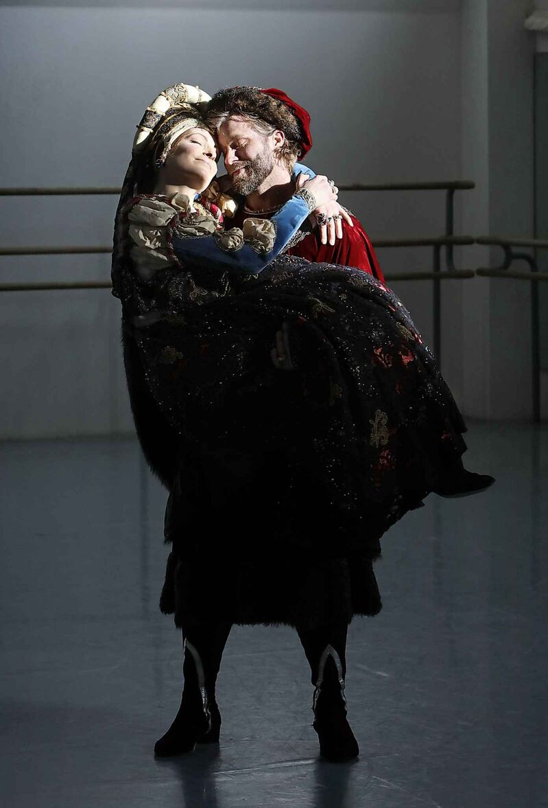 Craig Ramsay (right) and Catherine Wreford Ledlow, playing Lord and Lady Capulet in Romeo & Juliet, are lifelong friends. Adding to the intensity between them is Catherine's diagnosis of terminal cancer. (Ruth Bonneville / Winnipeg Free Press)