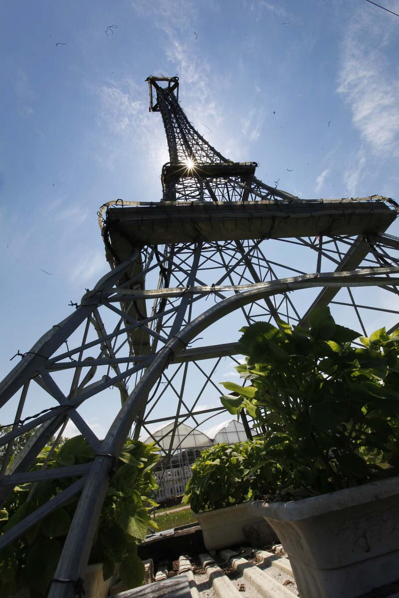 The scale-model version of the Eiffel Tower was built by St. Vital Welding. (Phil Hossack / Winnipeg Free Press)