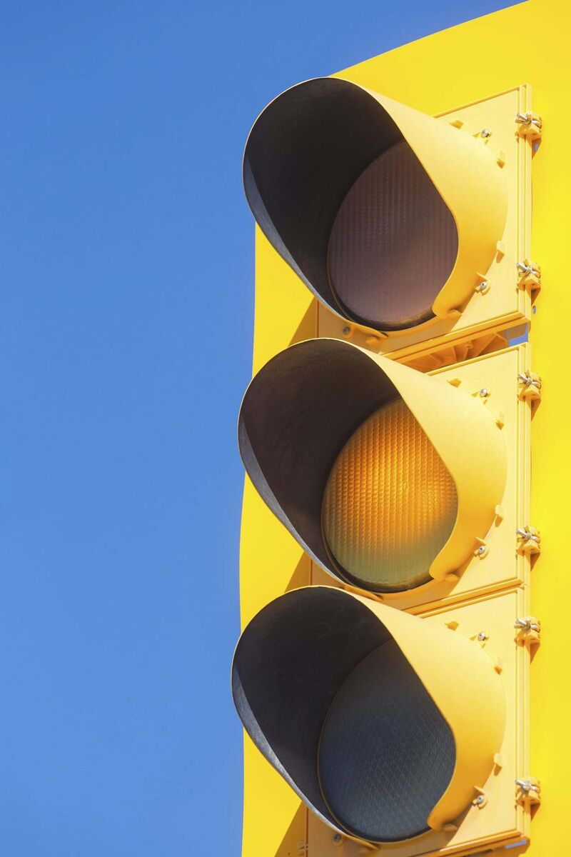 The city has changed the duration of yellow lights to 4.3 seconds on 70 km/h routes and 4.7 seconds on 80 km/h routes. (Mike Deal / Winnipeg Free Press)