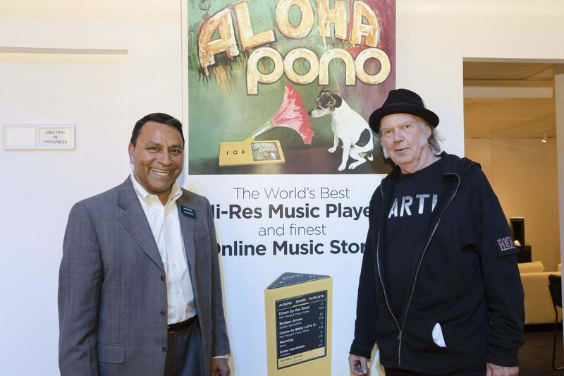 In 2015, Harman CEO Dinesh Paliwal and Neil Young discussed bringing the PonoMusic catalog and HD quality audio into vehicles. (Camilla Sjodin / Harman files)