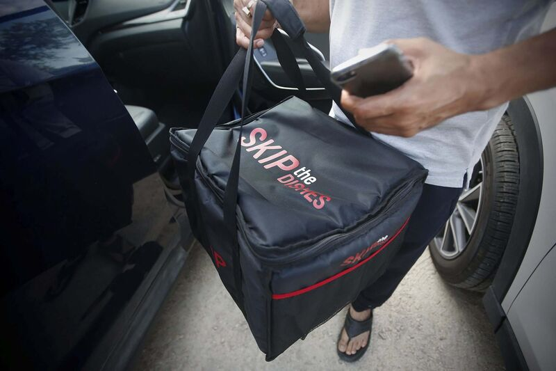 Manitoba has the highest rate of food-delivery app users who order from services such as Skip the Dishes. (John Woods / Winnipeg Free Press files)
