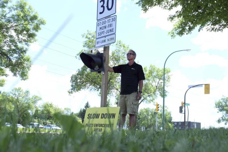 Chuck Lewis challenged the city to place flashing lights in school zones in a protest on Harrow Street in June 2017. (Ryan Thorpe / Free Press files)