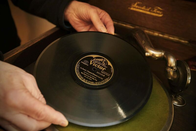 Perlmutter has one of Canada's most extensive collections of 78s. (John Woods / Winnipeg Free Press)