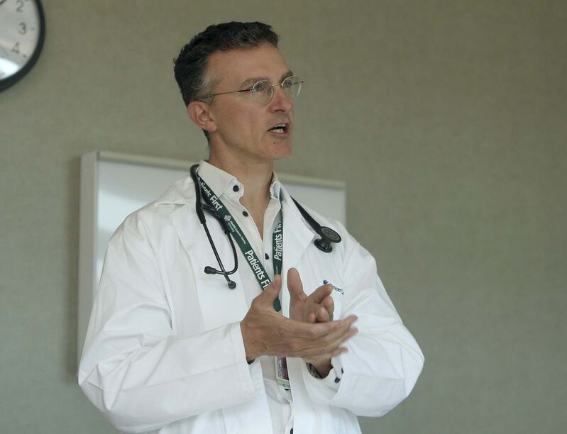 Blood thinners could reduce the need for ICU care in roughly 30 per cent of moderately ill patients, according to a study led by Winnipeg's Dr. Ryan Zarychanski. (Jason Halstead / Winnipeg Free Press files)