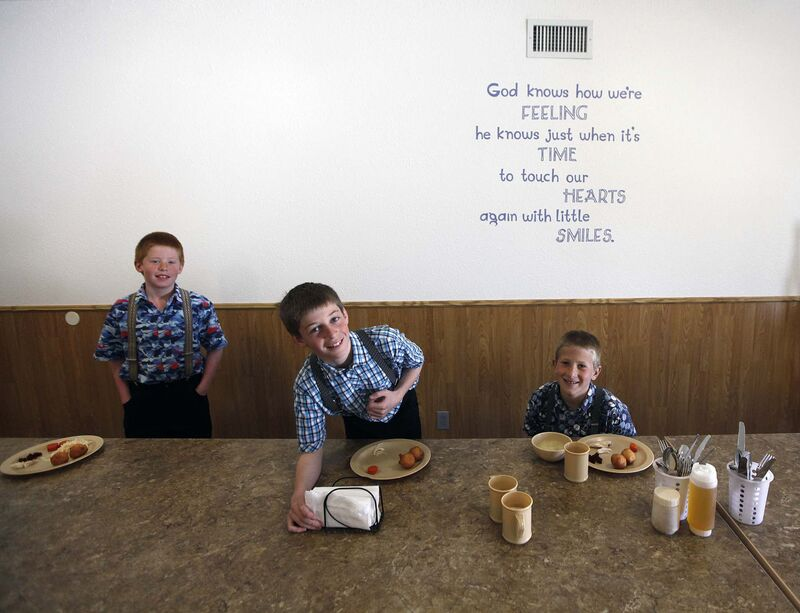 PHIL HOSSACK/Winnipeg Free Press</p><p>Three young elementary students at the James Valley settle into their lunch in the children&rsquo;s dining room.</p>