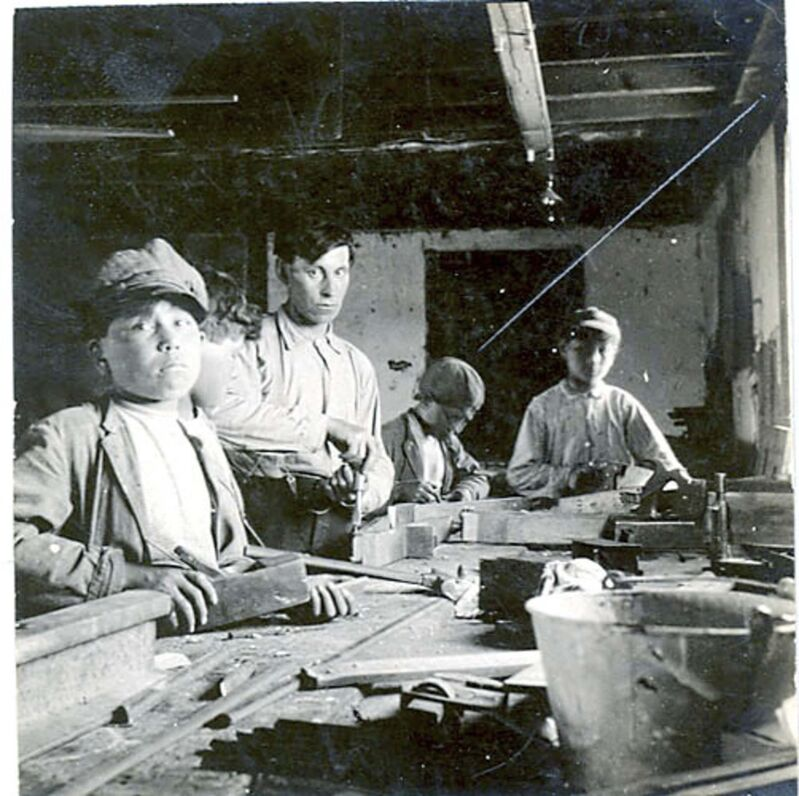 United Church of Canada Archives photo</p><p>A carpentry class takes place at the Brandon Industrial Institute, circa 1910.</p>
