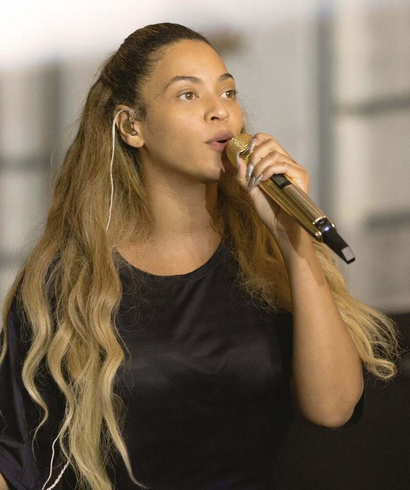 Beyoncé sings during a rehearsal for her Coachella performance in the film Homecoming. (Parkwood Entertainment / Netflix)</p>