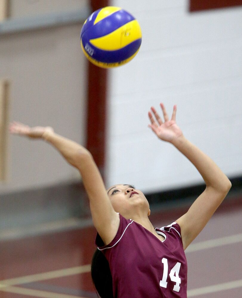 DMCI Maroons' Charisse Ahmad serves to the Grant Park Pirates. (TREVOR HAGAN / WINNIPEG FREE PRESS)