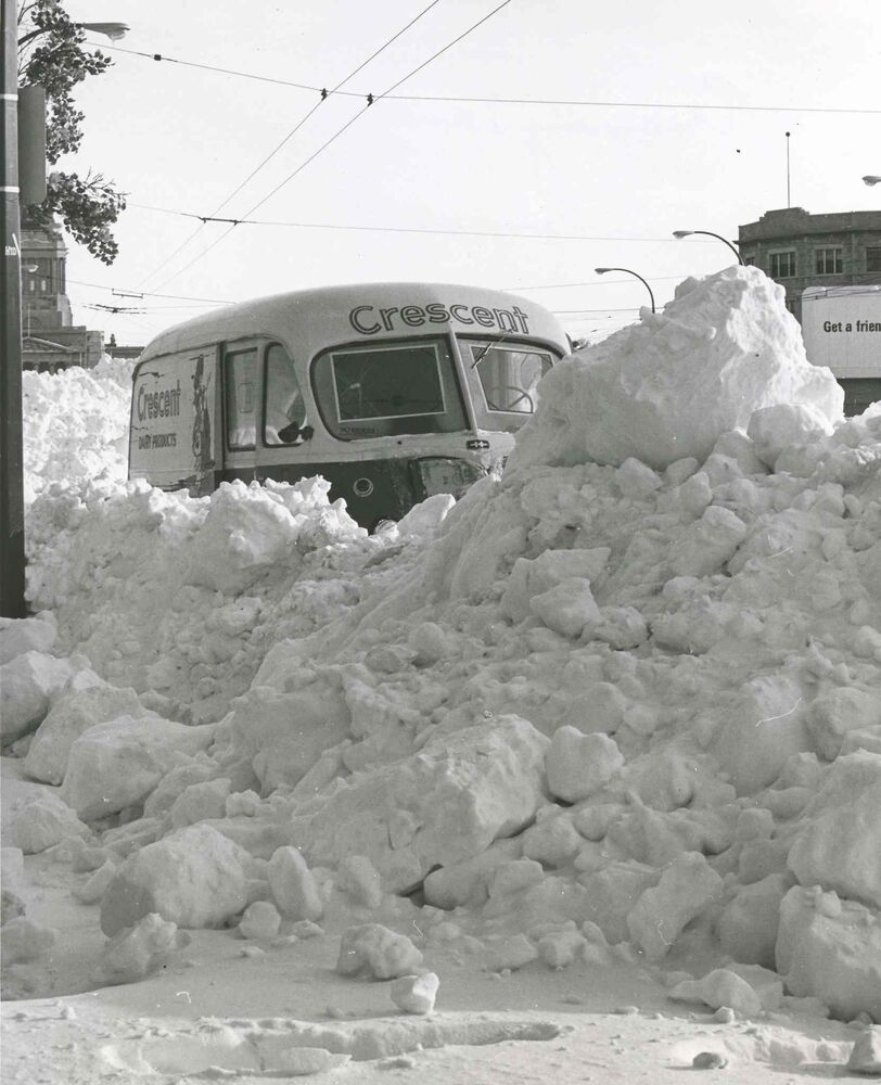 A Crescent Creamery truck stuck in snow on Memorial Boulevard (Winnipeg Free Press Archives)