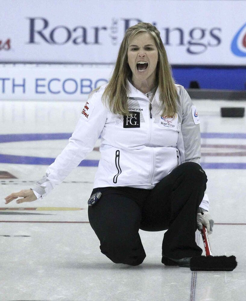 Skip Jennifer Jones gets vocal. (MIKE DEAL / WINNIPEG FREE PRESS)