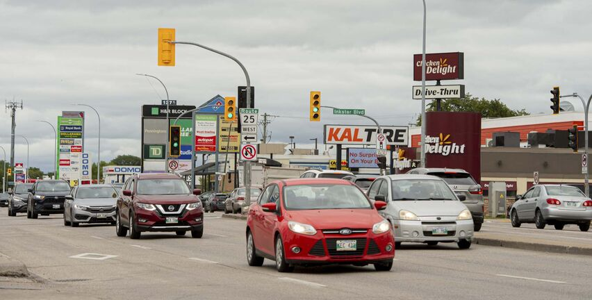 Manitoba Public Insurance used $113 million in excess revenue to pay for driver and vehicle licensing, instead of reducing rates or giving rebates to drivers as required by law. (Mike Sudoma / Winnipeg Free Press files)