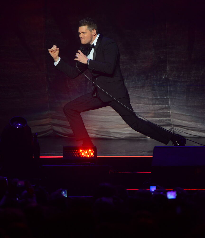Buble doing some impressive moves on stage.  (Dan Harper/ Winnipeg Free Press)
