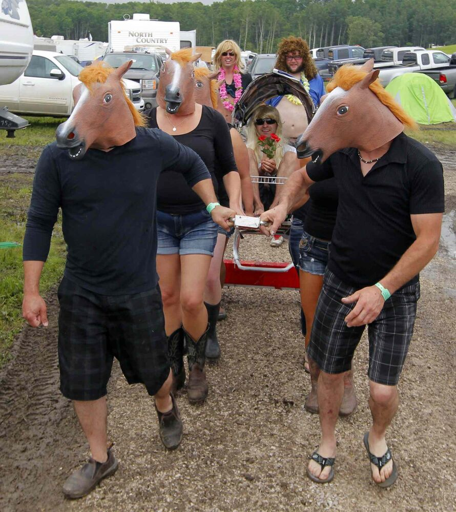 Some festivalgoers horse around on Saturday. (BORIS MINKEVICH / WINNIPEG FREE PRESS)