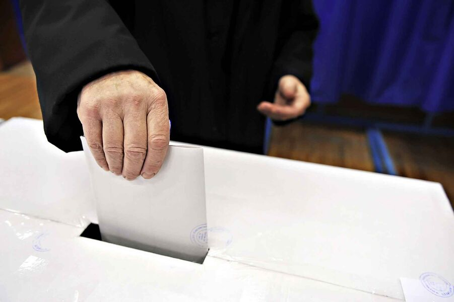 Three-way left-of-centre battle a gift to vote-leaking