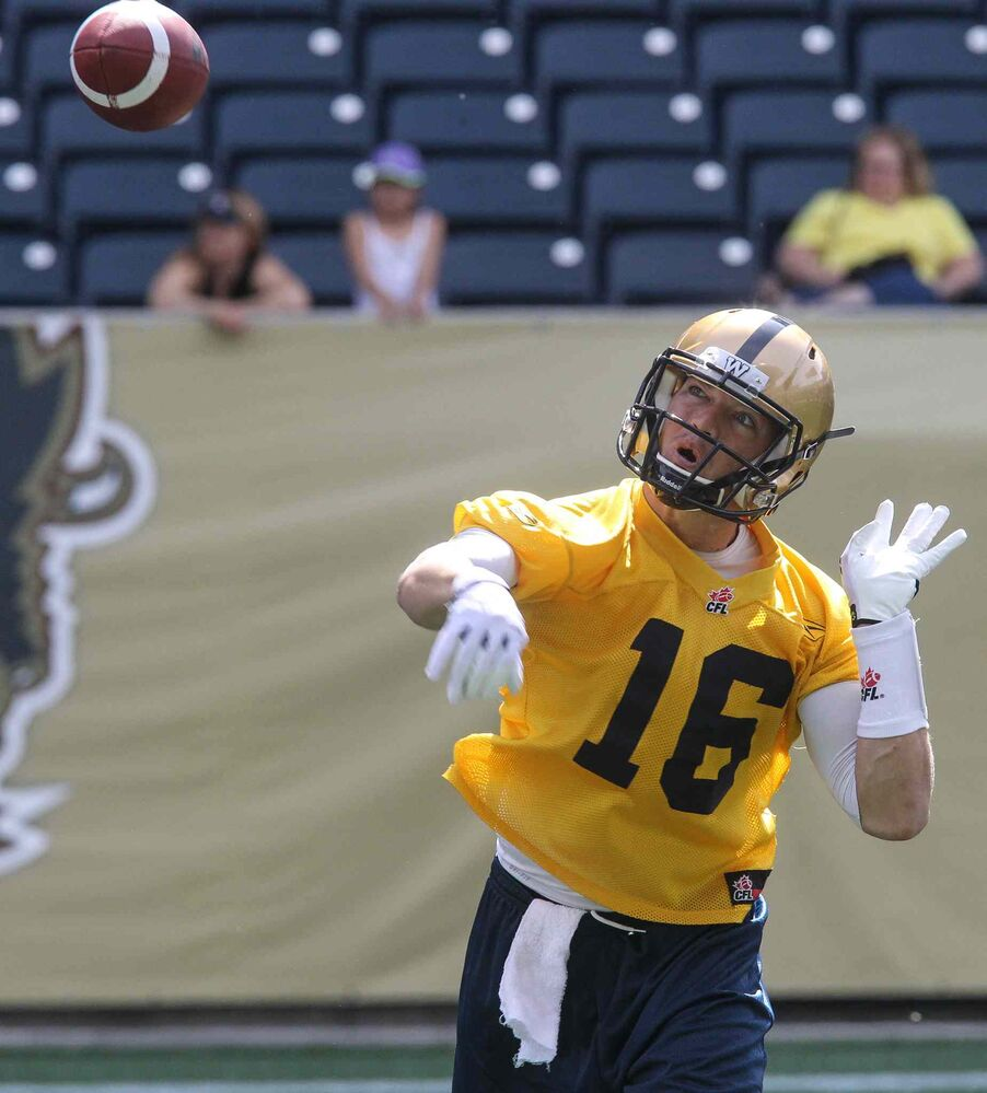 QB Robert Marve watches a pass during the first official day of the Winnipeg Blue Bombers training camp at Investors Group Field Sunday morning. (MIKE DEAL / WINNIPEG FREE PRESS)
