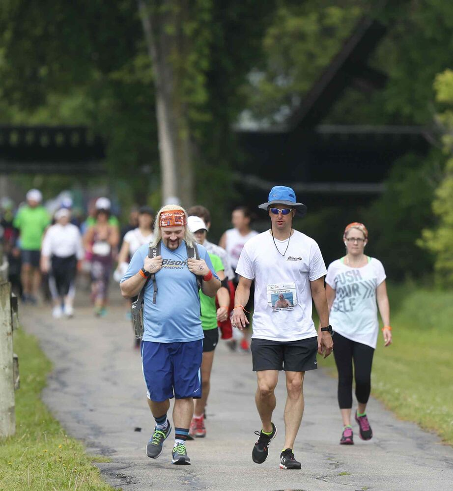 Trevor Fridfinnson (right) and Roger Mansfield pass the 2km mark on Wellington Crescent.<br>