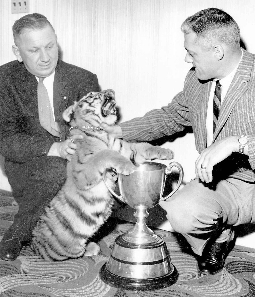 Mayor Steve Juba and Bud Grant (with a tiger) at the 1958 Grey Cup against the Ticats.  The Bombers one 35-28. (WINNIPEG FREE PRESS ARCHIVES)