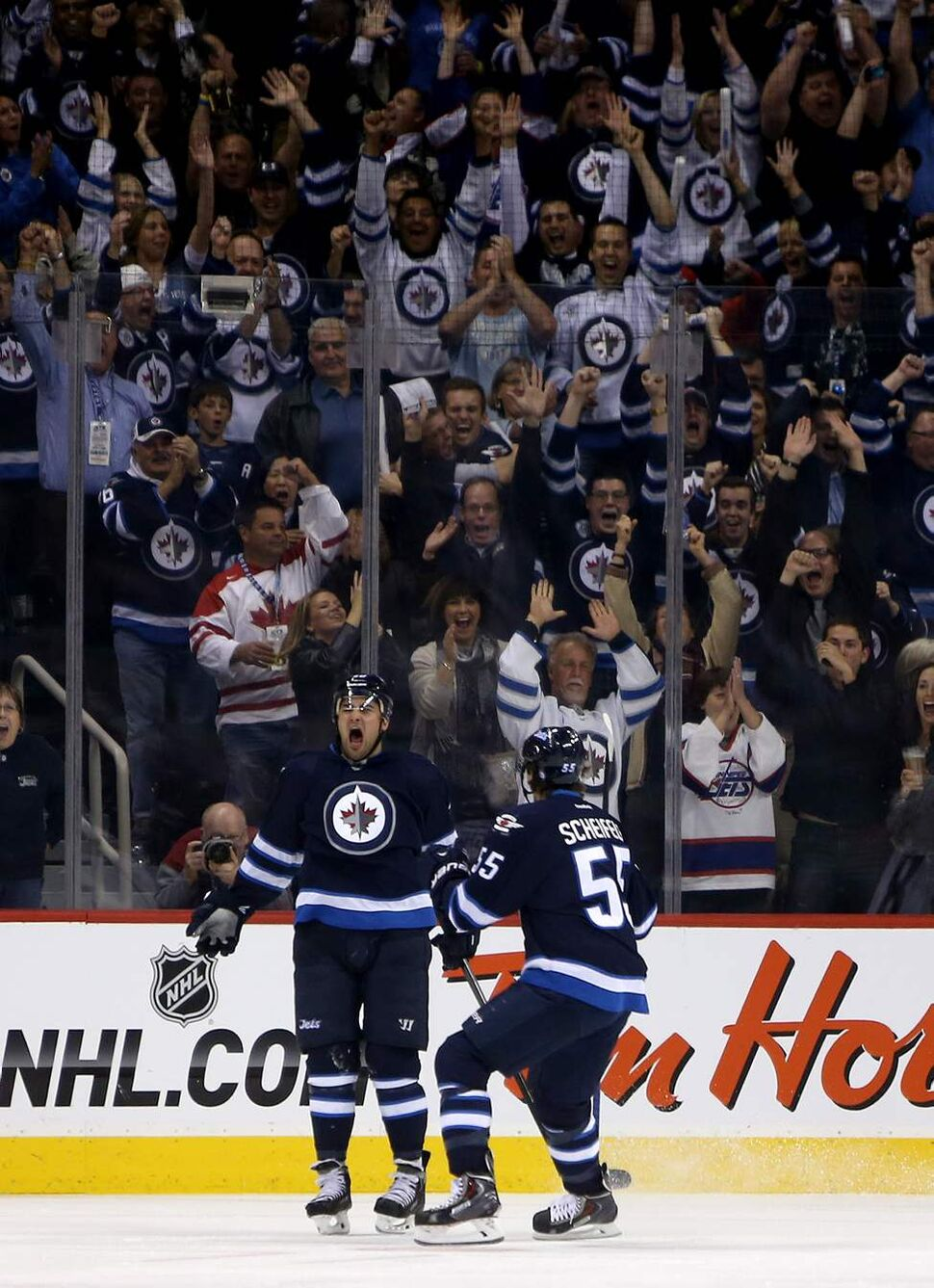 Winnipeg Jets' Devin Setoguchi (40) and Mark Scheifele (55) celebrate a third period goal against the Los Angeles Kings' during the third period. (TREVOR HAGAN / WINNIPEG FREE PRESS)